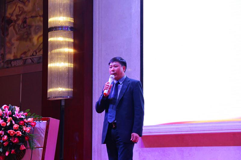 中策橡胶集团吴叶清经理还就中策的产品结构做了全面介绍,并以东莞